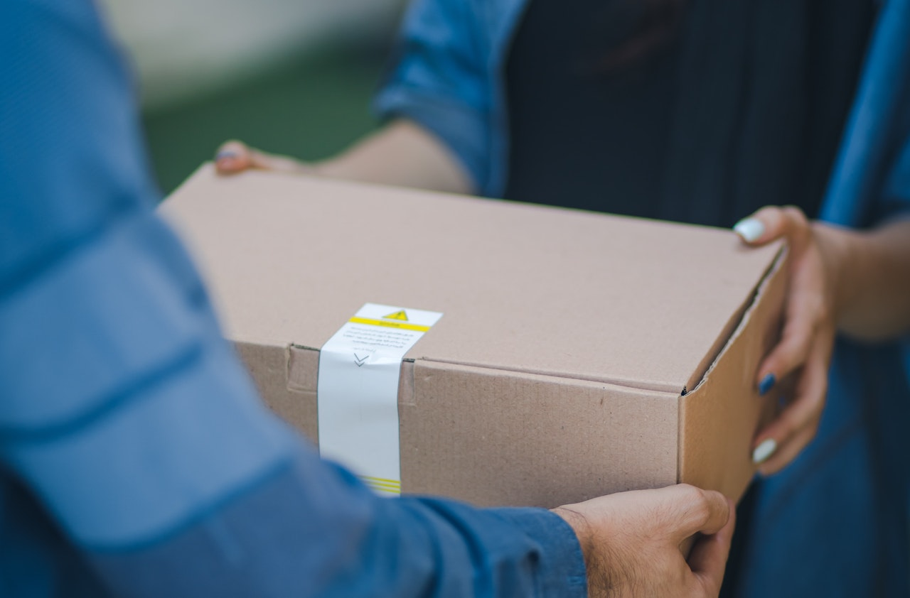 All you need to know about packing slips and why they're used - Cover Image